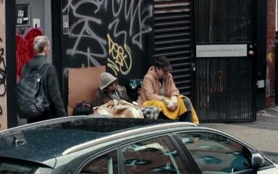 Дали бездомниците станале толку невидливи што не би си ги препознале ни најблиските доколку живеат на улица?