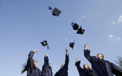 Како факултетот влијае врз успехот во кариерата по дипломирањето?