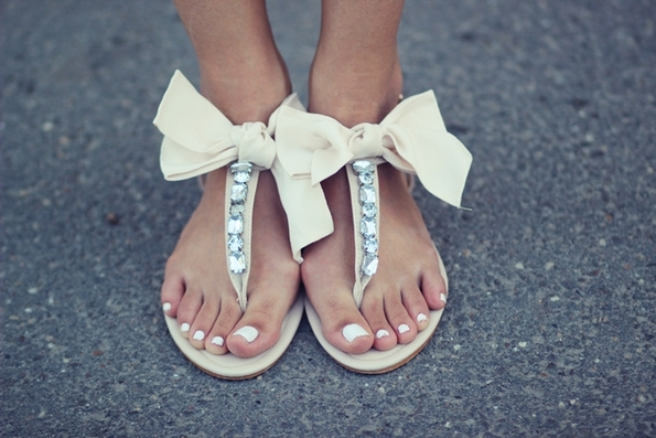 Кои се најсоодветните обувки за долгиот летен фустан?