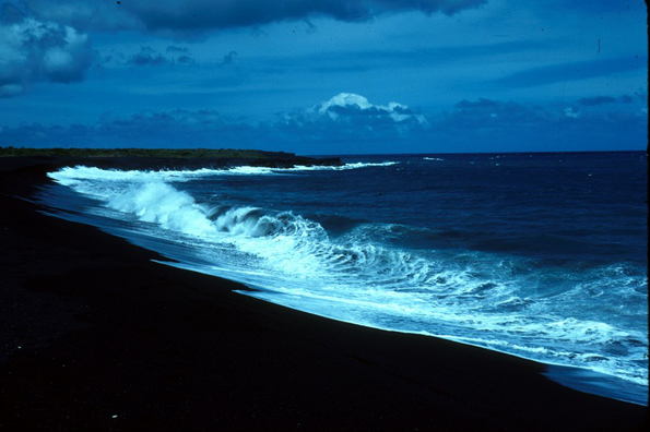 Неверојатни плажи со црн песок