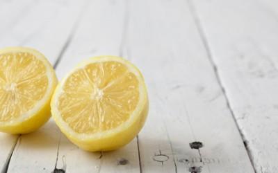 5 одлични начини на кои можете да го користите лимонот како замена за продуктите за нега на кожата и косата