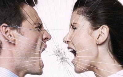 16 знаци дека вашиот партнер манипулира со вас