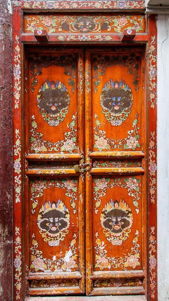 10-30-prekrasni-vrati-koi-izgledaat-kako-da-vodat-kon-nekoi-novi-svetovi-kafepauza.mk