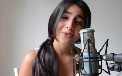 """Девојка со ангелски глас ја пее песната """"All of Me"""""""