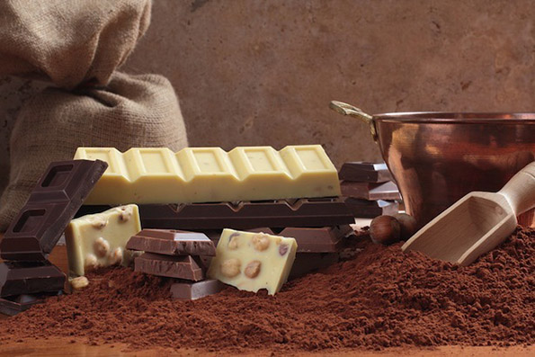 1-koja-e-razlikata-pomegju-beloto-i-crnoto-chokolado-kafepauza.mk