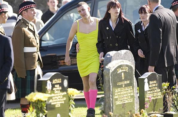 1-Ova momche nosi drech zelen fustan na pogreb. Eve zoshto...-kafepauza.mk copy