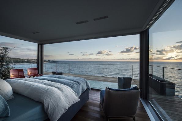 Преубав дом сместен на работ меѓу земјата и морето