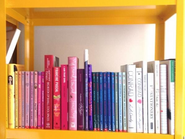 5 кул начини како да ги уредите книгите во вашиот дом