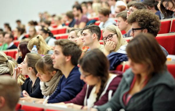 (1) 10 причини да учествувате во образовната програма Еразмус+