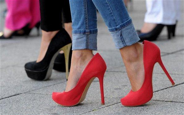 24 проблеми со кои се соочуваат оние кои носат високи потпетици