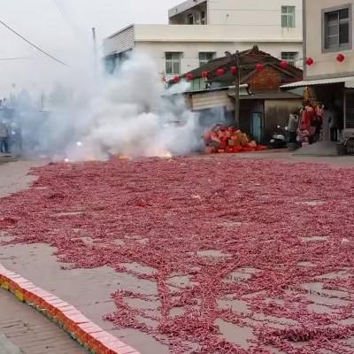 Дозволете им на Кинезите да ви покажат што се случува доколку милион петарди пукнат наеднаш