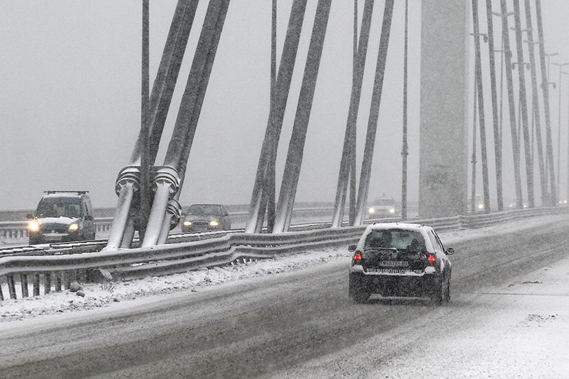 mali-zimski-soveti-koi-mozhat-da-vi-go-spasat-zhivotot-eve-kako-treba-da-vozite-po-sneg-i-mraz-kafepauza.mk
