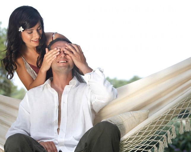 10 романтични гестови со кои ќе му покажете колку го сакате