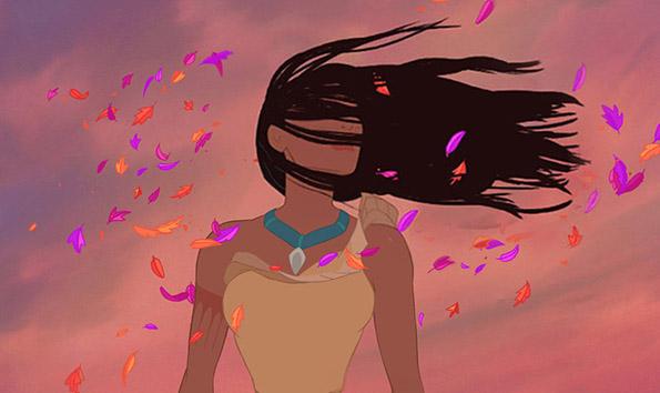 Покахонтас со нејзината коса преку лицето на силниот ветар