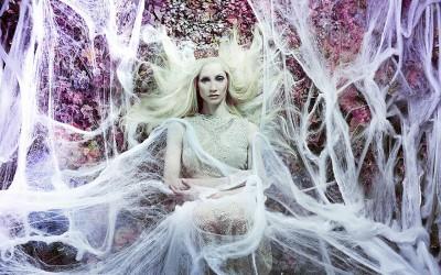 Талентирана фотографка го претворила своето поткровје во прекрасни бајковити сцени