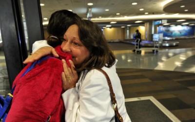 Мајка го слуша чукањето на срцето на својот починат син во телото на девојката на која го донирале