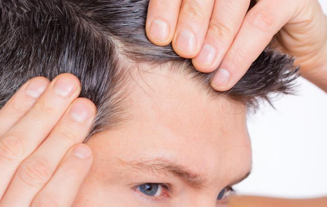 Стилски совет за мажи чија коса почнала да се проретчува