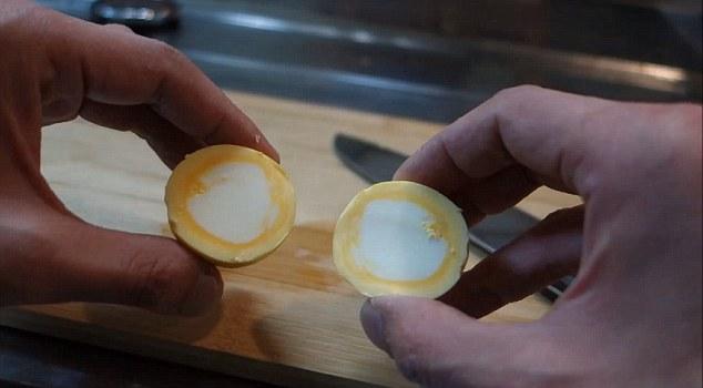 Како да направите варено јајце со белката внатре, а жолчката однадвор?