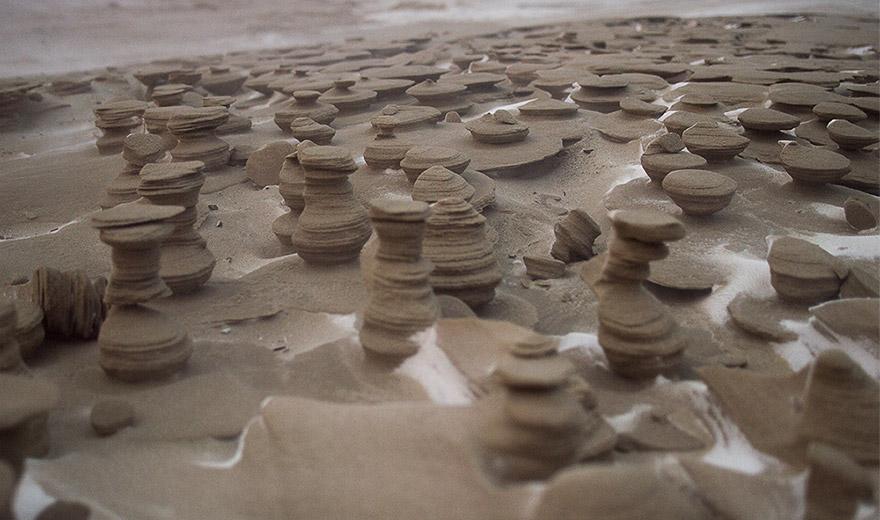 Ветрот создал неверојатни замрзнати песочни кули покрај езерото Мичиген