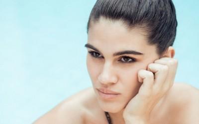 4 застрашувачки факти кои ќе ве убедат да престанете да го допирате вашето лице