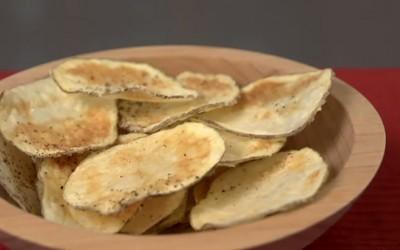 Направете здрав чипс со зачини за 5 минути во микробранова