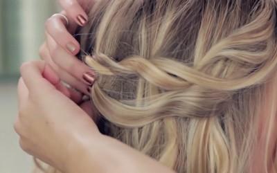 Романтична фризура за венчавка која можете да ја направите и сами