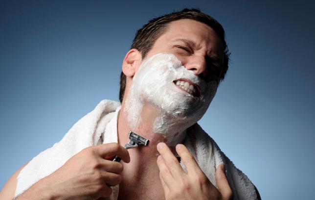 Како да го спречите печењето на кожата по бричењето?