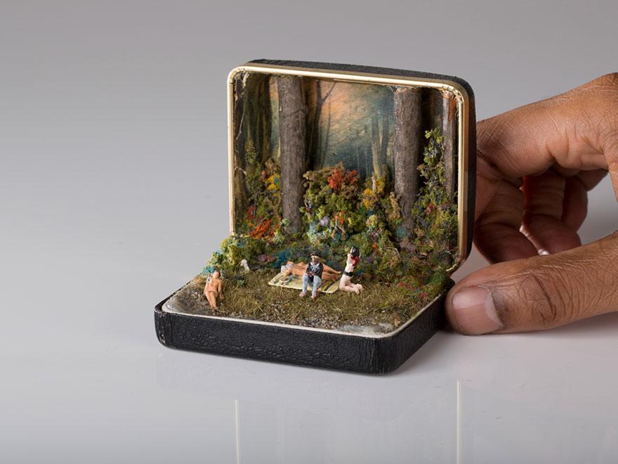 (2) Винтиџ кутии за прстени претворени во детално изработени диорами