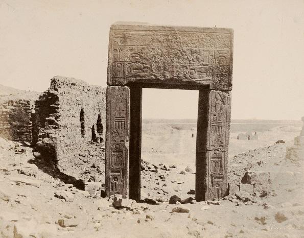 Фотографија на Џон Бизли Грин ел Асасиф, Порта на гранитната роза - солен принт на хартија добиен од восочен негатив (1854 година)