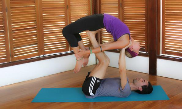 5 јога пози за двојки кои ја зајакнуваат врската меѓу вас