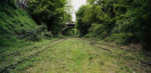 Напуштена железничка линија во Париз која природата ја зема под своја контрола