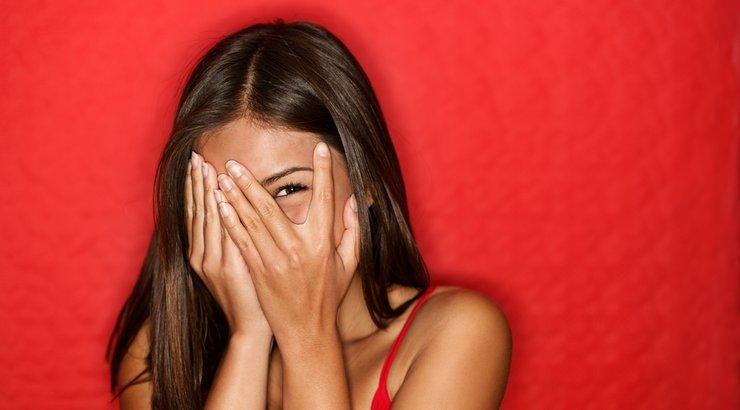 5 фази низ кои секоја срамежлива личност поминува кога ќе треба да прозбори со странец
