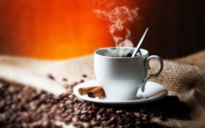 Дали кафето ќе се олади побрзо во бела или црна шолја?
