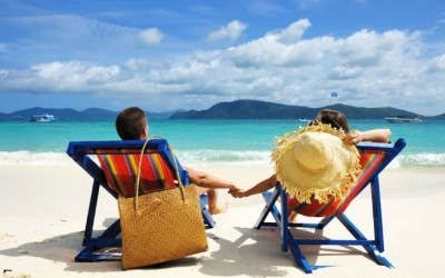 Доколку ги прави овие работи на вашиот заеднички одмор, тогаш тој е совршеното момче за вас!