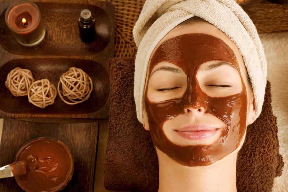 Рецепт за маска од чоколадо и кафе, совршена против темни кругови под очите и сува кожа