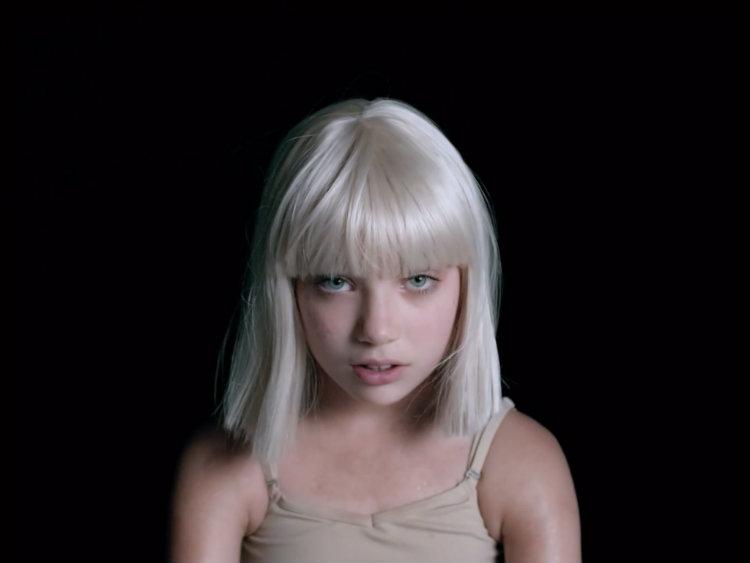 """Меди Зиглер со воодушевувачки перформанс и во новиот спот на Сиа за """"Big Girls Cry"""""""