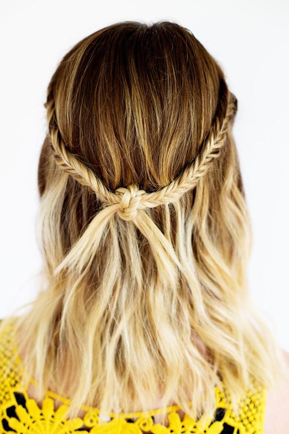 (1) Едноставна летна фризура: Бохо плетенка во јазол
