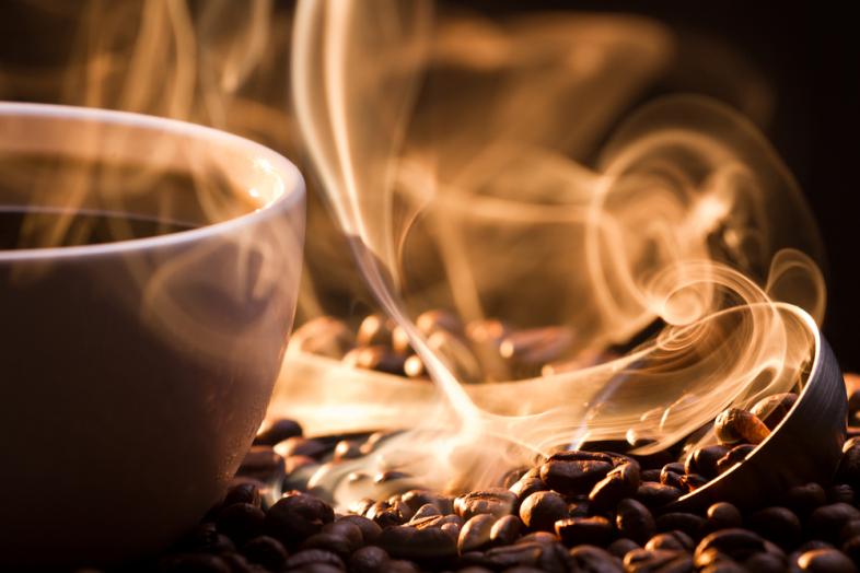 15 знаци дека сте во љубовна врска со кафето
