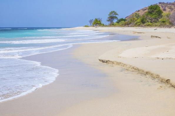 (2) Би го посетиле ли проколнатиот остров Сумбава во Индонезија?