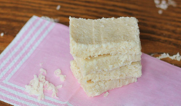 Вкусни крцкави кокосови плочки кои не се печат