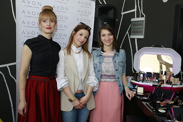 3-avon-gi-pottikna-mladite-makedonski-mejkap-artisti-so-40-sertifikati-za-shminka-kafepauza.mk