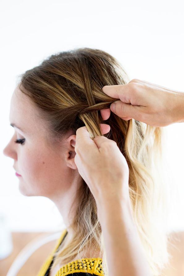 (4) Едноставна летна фризура: Бохо плетенка во јазол