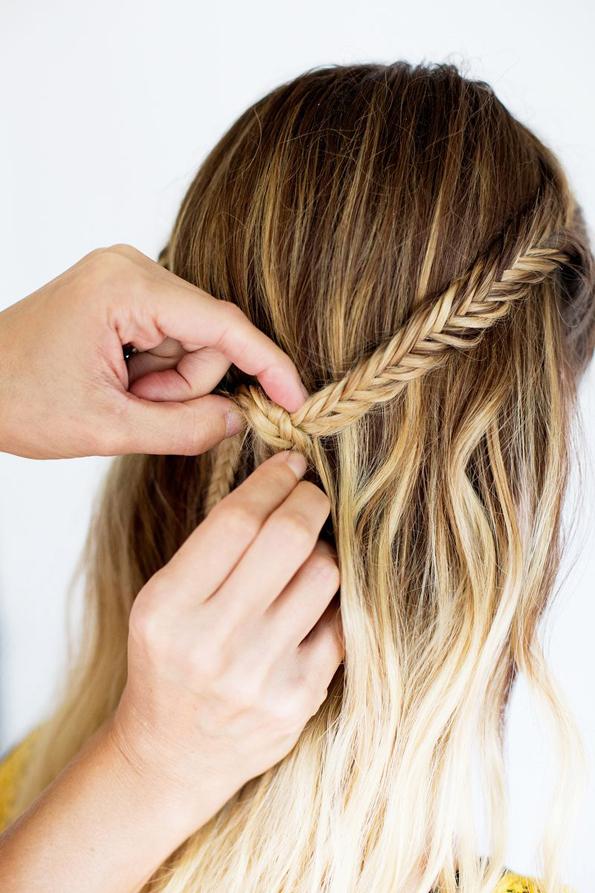 (8) Едноставна летна фризура: Бохо плетенка во јазол