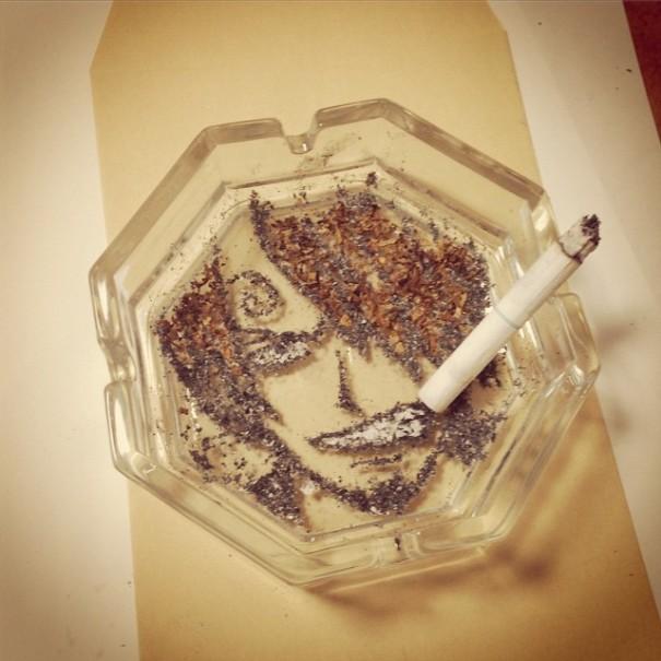 (2) Цигарите можеби убиваат, но овој артист прави убиствена уметност со нивната пепел