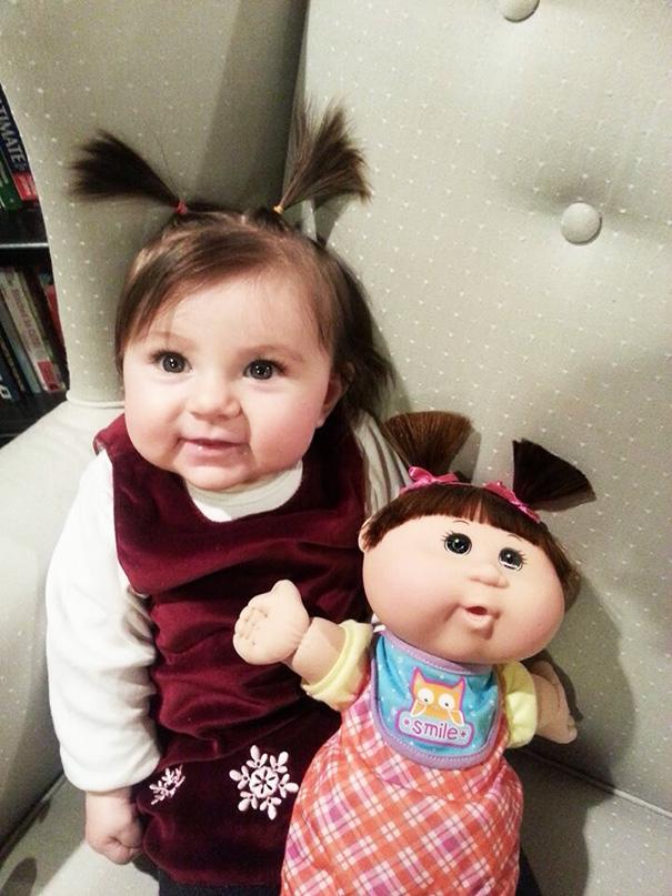 (1) Слатки дечиња кои неодоливо многу наликуваат на нивните мали куклички