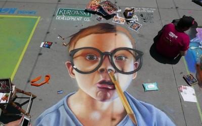 5.ulicite-kako-platno-za-festivalot-za-umetnost-so-kreda-kafepauza.mk