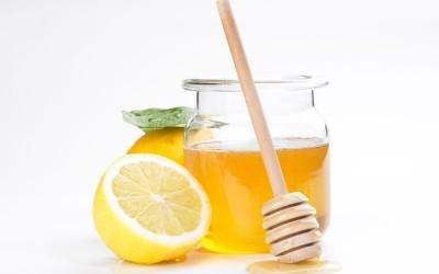 kombinacija-od-med-i-limon-go-zajaknuva-imunitetot-i-go-podobruva-varenjeto-kafepauza.mk