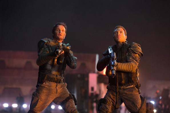 (2) Филм: Терминатор Генесис (Terminator Genisys)