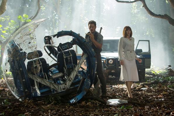 (4) Филм: Светот Јура (Jurassic World)