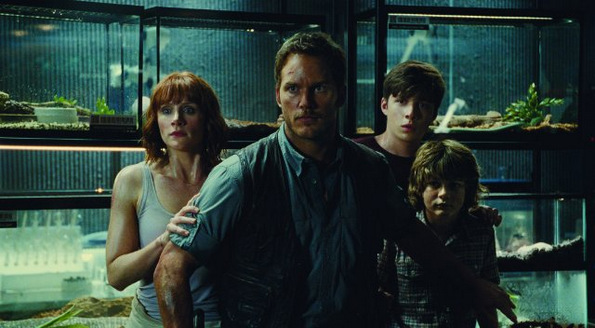 (6) Филм: Светот Јура (Jurassic World)